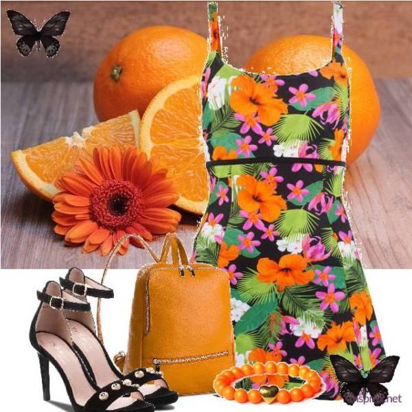 stylizacja z sukienką w kwiatry i sandałkami na obcasie