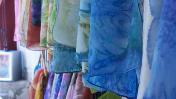 DIY: Shibori – japońska sztuka farbowania tkanin, z którą stworzysz sypialnię swoich marzeń!