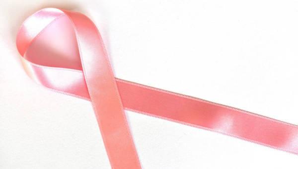 Październik miesiącem walki z rakiem piersi – dotykasz wygrywasz!