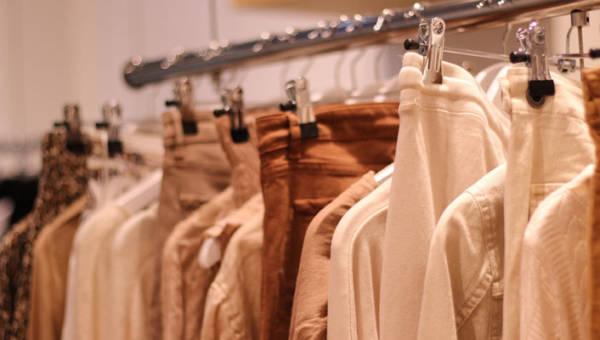 Capsule wardrobe – jak stworzyć szafę w pigułce