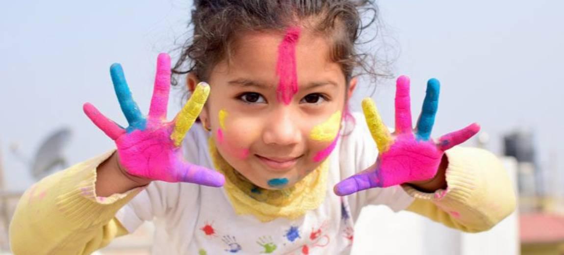 Zabawy sensoryczne – garść inspiracji, które wpłyną na rozwój twojego dziecka