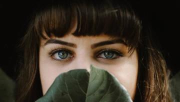 Laminowanie brwi to coraz modniejszy zabieg kosmetyczny. Wyjaśniamy, na czym polega!