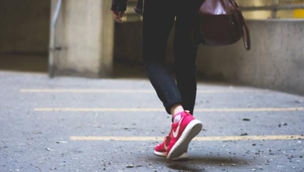 Pomysł na manicure inspirowany butami marki Nike – inspiracja jest wszędzie!