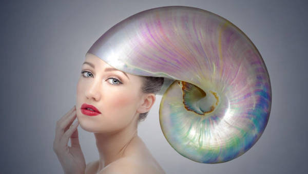 Perły we włosach – gorący trend na nadchodzące chłodne dni, w sam raz do zimowej scenerii