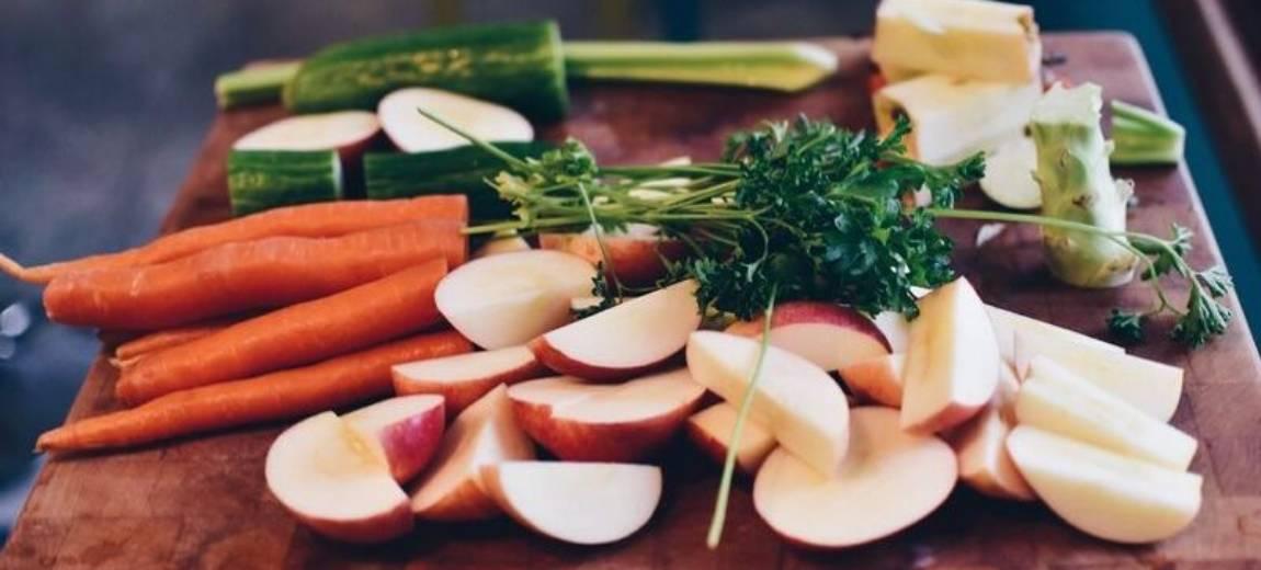 7 przepisów na wegańskie przekąski, którymi poczęstujesz swoich gości na sobotniej imprezie