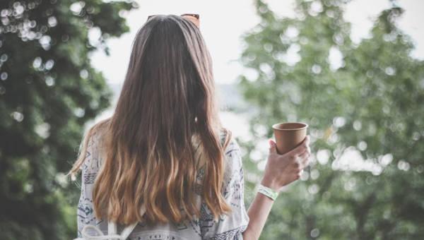 Pielęgnacja włosów jesienią – zachowaj lśniące włosy