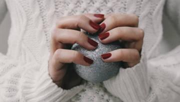 Świąteczne paznokcie 2019 – inspiracje, które oddadzą magię Bożego Narodzenia
