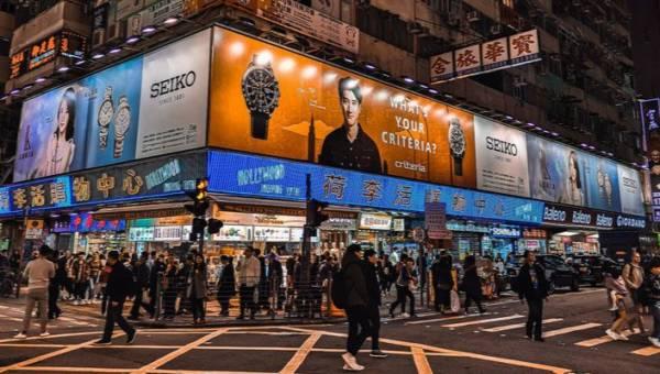 Mała czarna na czarnej liście. Władze Hongkongu zakazały mieszkańcom noszenia czarnych ubrań!