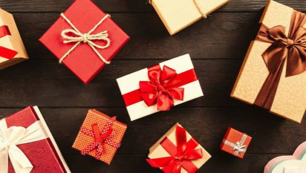 Kosmetyczne prezenty na Mikołajki i Boże Narodzenie, które same chciałybyśmy znaleźć pod choinką