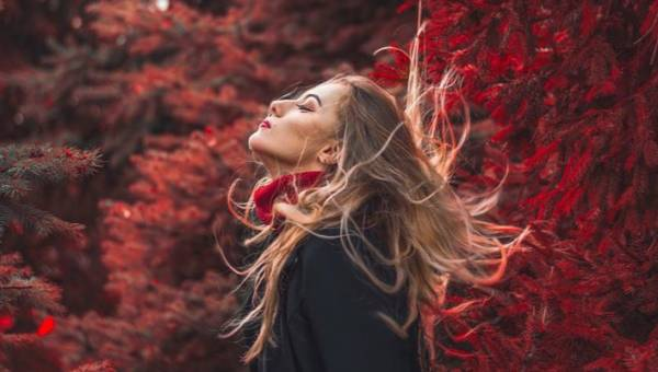 Jak walczyć z kołtuniącymi się włosami?