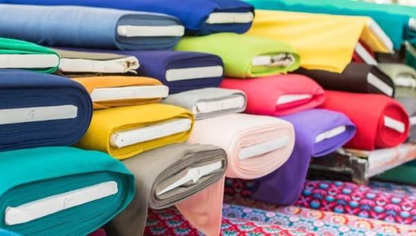 Wiskoza – poznaj wady i zalety popularnej tkaniny