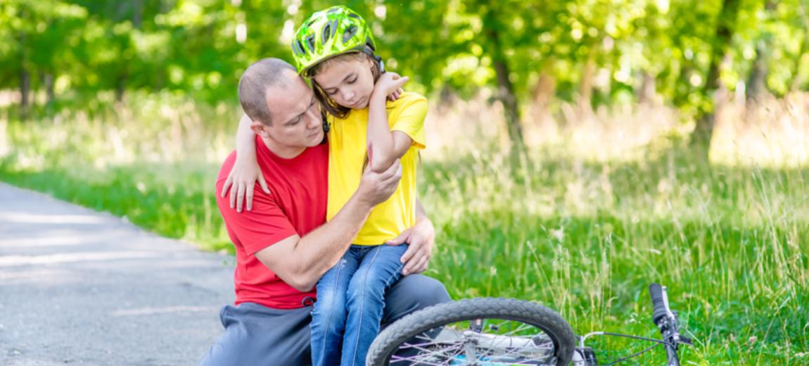 Jak łagodzić drobne urazy po upadku na rowerze?