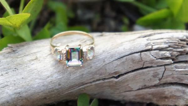 Zaręczyny to jedno z Twoich noworocznych postanowień? Zobacz najpiękniejsze pierścionki zaręczynowe gwiazd i poznaj ich historię!