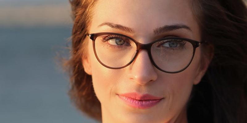 Okulary a brwi