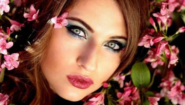 Jak dobrać kolor włosów do koloru oczu? Krótki przewodnik ze wskazówkami