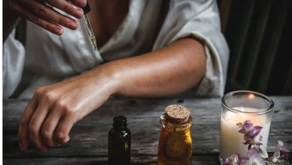 Olejek złodziei – najsilniejszy średniowieczny eliksir przeciwzapalny, który do dziś doskonale chroni przed infekcjami