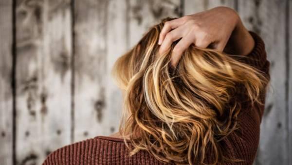 Przeproteinowanie włosów – czym się objawia i jak mu zapobiegać?