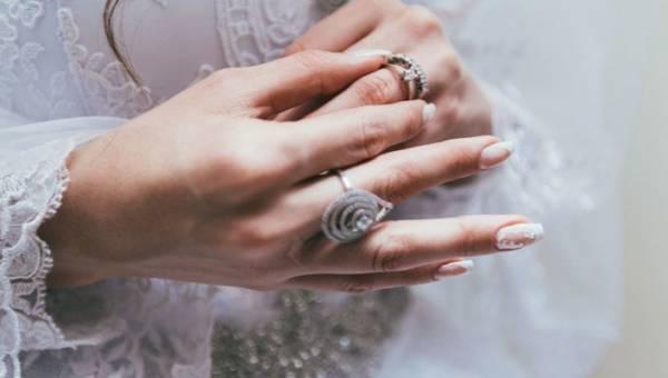 Koronka na paznokciach – subtelny manicure, który sprawdzi się zarówno w Walentynki, jak i na ślubnym kobiercu