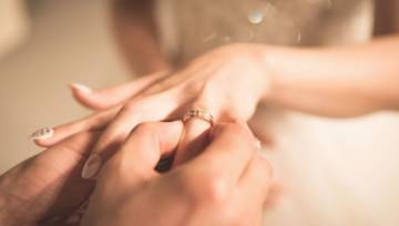 Ślubny manicure – jaki wzór wybrać? Spójrz na nasz redakcyjny przegląd inspiracji!