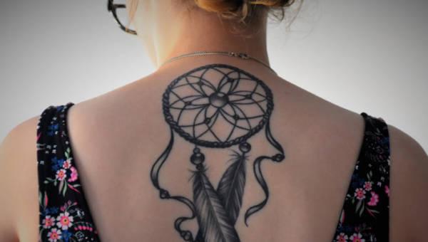 Tatuaż z łapaczem snów – pomysły na malunek z indiańskim motywem, który nigdy nie wychodzi z mody