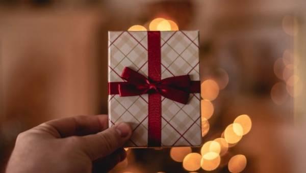 Jaki prezent dla mężczyzny wybrać? Pomysły na oryginalne prezenty dla Niego