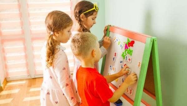 Jak połączyć naukę z zabawą – tablice magnetyczne dla dzieci