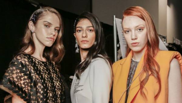 Modne koloryzacje na wiosnę lato 2020 – od naturalnych tonacji po neonowe kolory
