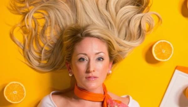 Przepis na laminowanie włosów galaretką na 3 sposoby. Sprawdź, jak je przeprowadzić i jakie efekty uzyskasz!