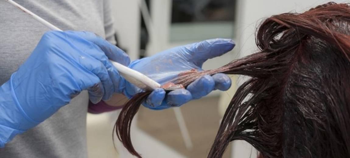 Farbowanie włosów w salonie – jak powinna wyglądać koloryzacja?