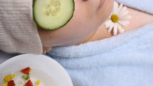 Jak dbać o urodę w domowych warunkach – poznaj proste i naturalne metody naszych babć