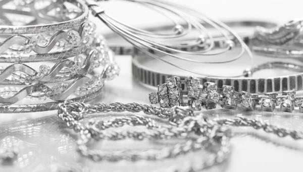 Bransoletka srebrna – dobry pomysł na prezent dla Niej