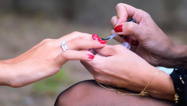 Paznokcie w stylu Louboutina – oryginalny manicure, który możecie ćwiczyć, czekając na koniec kwarantanny
