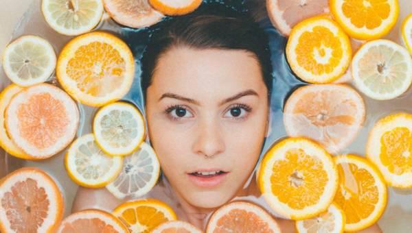 Jak pielęgnować skórę latem? – poradnik
