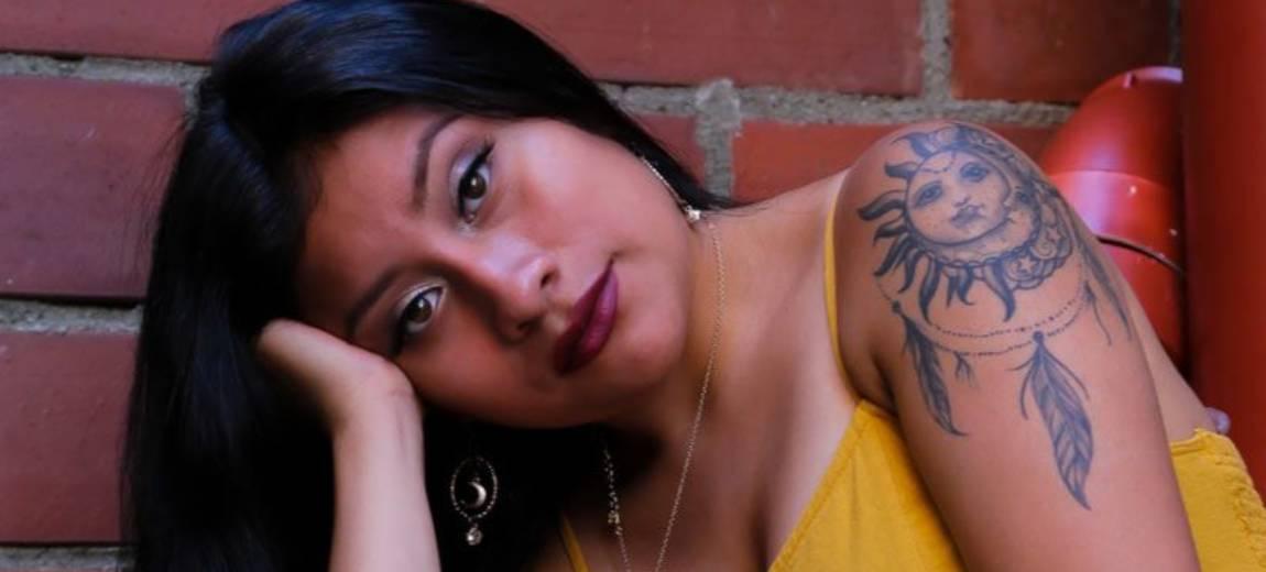 Tatuaż ze słońcem – kobiecy, intrygujący i doskonały na lato!