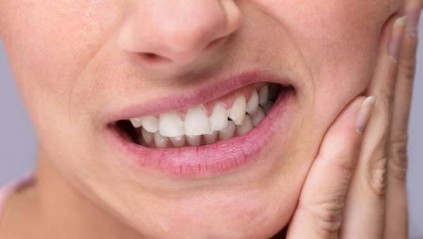 Ból zęba przy nagryzaniu – najczęstsze przyczyny